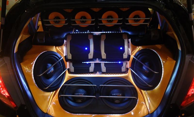 Độ âm thanh xe ô tô