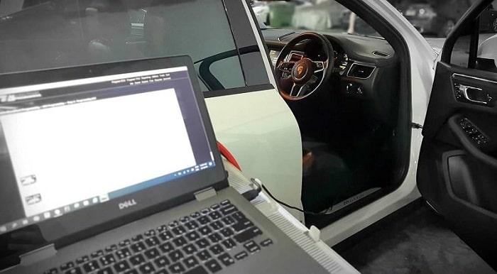 Sửa ô tô Porsche bằng công nghệ cao